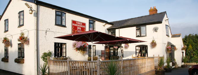 photo of the outside of the Three Horseshoes at Allensmore near Hereford on the A465